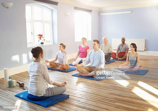A community meditation class
