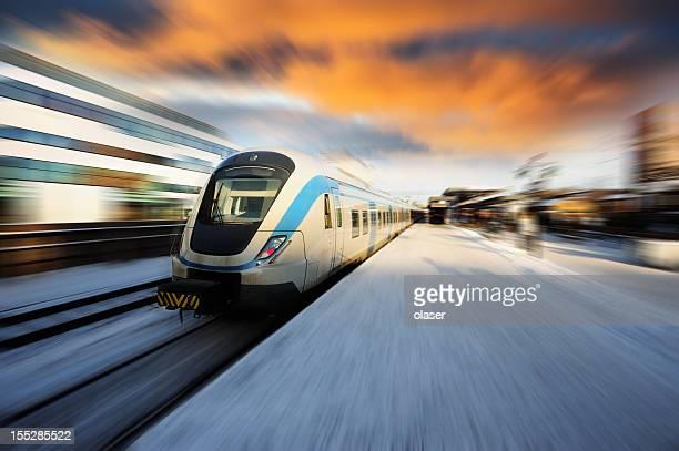 train de banlieue, Ciel menaçant