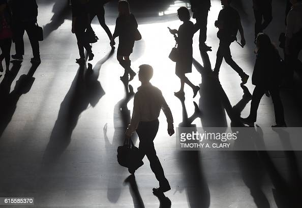 TOPSHOT Commuters arrive from Metro North Railroad trains in Grand Central Station in New York October 19 2016 / AFP / TIMOTHY A CLARY