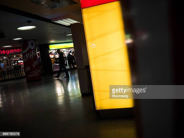 Commuters pass stores inside Pennsylvania Station in New York US on Friday May 26 2017 President Donald Trump tapped New York developer Steven...