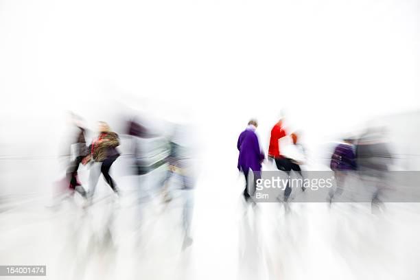 Pendler Rushing in weißem Interieur, Bewegungsunschärfe, Weißer Hintergrund