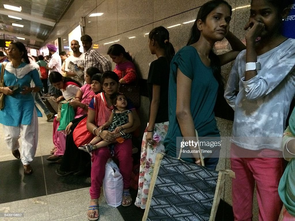 Commuters take rest at Rajiv Chowk metro station as metro halts due to a technical glitch on June 27, 2016 in New Delhi, India. Due to the breakdown of an overhead wire between Subhash Nagar and Tilak Nagar Metro stations, operations on the entire 51-km-long route remained affected for two-and-half hours.