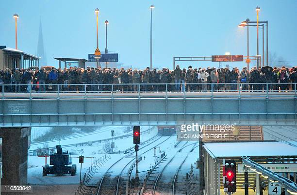 Commuters wait for the SBahn train at the Ostkreuz station on early morning on December 2 2010 in Berlin as the capital is covered with a white...