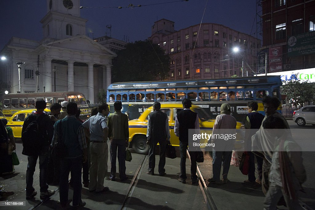 Commuters wait to cross the street in the evening in the BBD Bagh area of Kolkata, India, on Tuesday, Feb. 19, 2013. India's slowest economic expansion in a decade is limiting profit growth at the biggest companies even as foreigners remain net buyers of the nation's stocks, according to Kotak Institutional Equities. Photographer: Brent Lewin/Bloomberg via Getty Images