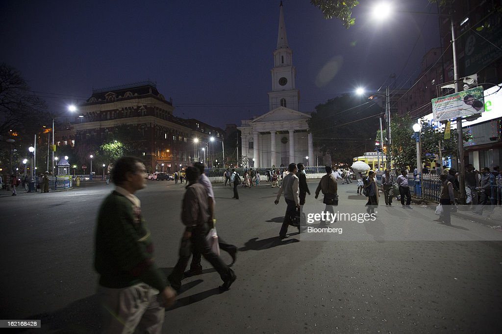 Commuters walk across a street in the evening in the BBD Bagh area of Kolkata, India, on Tuesday, Feb. 19, 2013. India's slowest economic expansion in a decade is limiting profit growth at the biggest companies even as foreigners remain net buyers of the nation's stocks, according to Kotak Institutional Equities. Photographer: Brent Lewin/Bloomberg via Getty Images