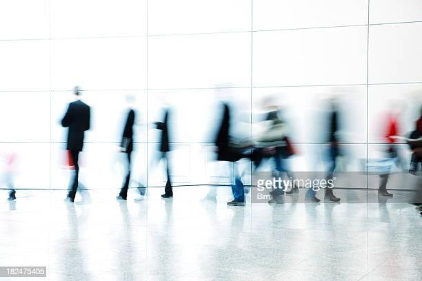 I pendolari a piedi nel corridoio, Motion blur