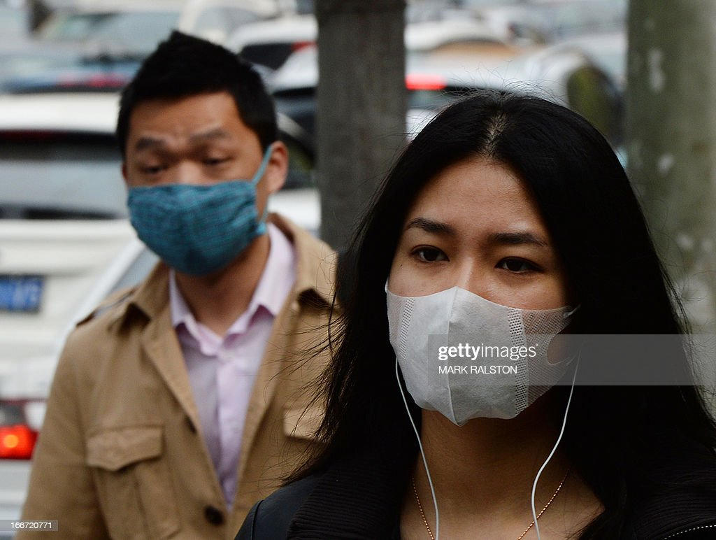 Commuters wear face masks as the city protects itself against the H7N9 bird flu virus in the downtown area of Shanghai on April 16, 2013. Chinese state media on April 15 urged people to keep eating chicken and help revive the poultry industry, which lost 1.6 billion USD in the week after the H7N9 bird flu virus began infecting humans and a total of 63 people have been confirmed as infected and 14 have died in the two weeks. AFP PHOTO / Mark RALSTON