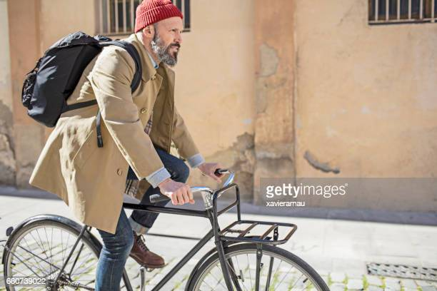 Commuting to work by bicycle