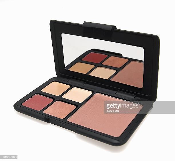 Compact case of eye shadow