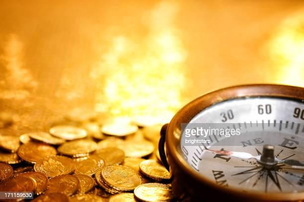 Kompass auf gold-Münzen