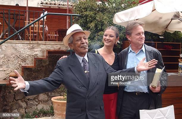 Compay Segundo Ehefrau Catherine ZetaJones Michael Douglas Valdemossa/Mallorca/Spanien Kulturzentrum 'Costa Nord' Musiker Schauspieler Schauspielerin...