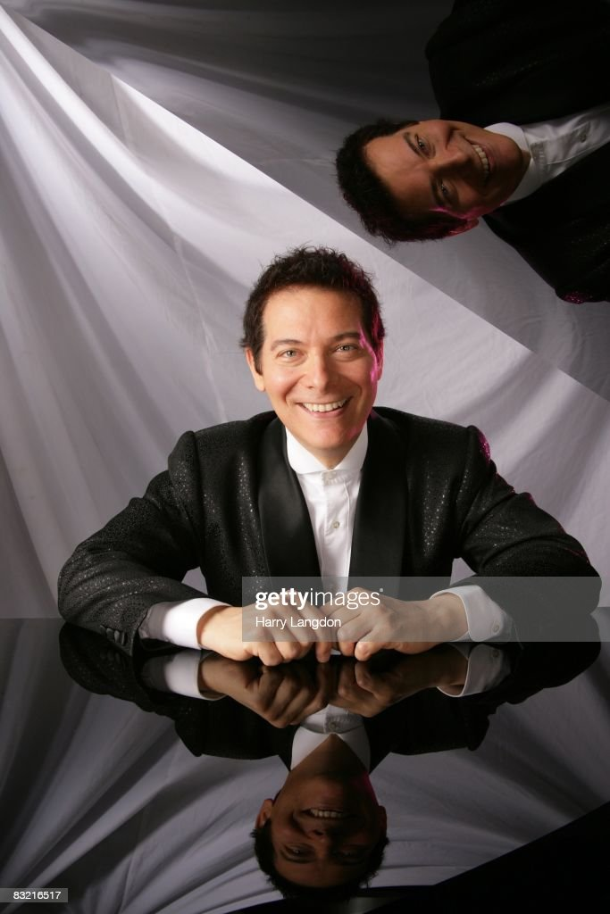 Composer and singer Michael Feinstein poses for a Portrait session on August 6, 2007 in Los Angeles, California.