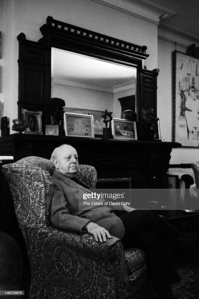 Composer Virgil Thomson poses for a portrait on November 23, 1971 at his residence at the Chelsea Hotel in New York City.
