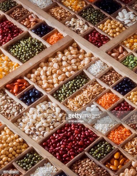 Komposition von Getreide, Samen und Gemüse