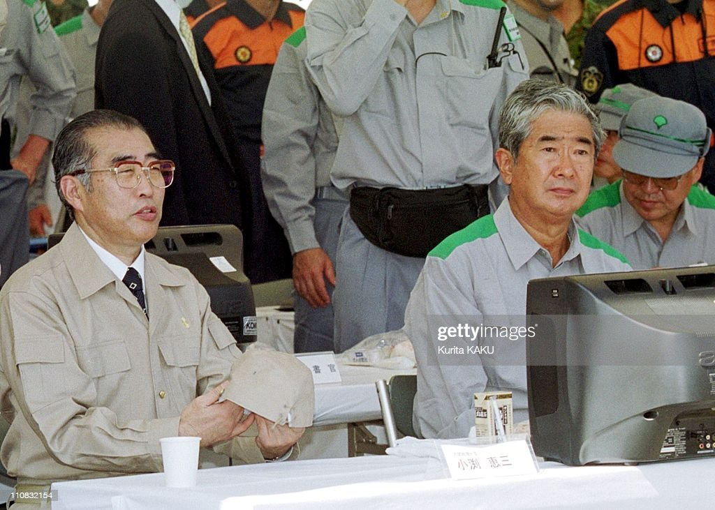 Comprehensive Disaster Drill In Tokyo, Japan On September 01, 1999 - Prime Minister <a gi-track='captionPersonalityLinkClicked' href=/galleries/search?phrase=Keizo+Obuchi&family=editorial&specificpeople=211131 ng-click='$event.stopPropagation()'>Keizo Obuchi</a> at left and Tokyo Governor <a gi-track='captionPersonalityLinkClicked' href=/galleries/search?phrase=Shintaro+Ishihara&family=editorial&specificpeople=665335 ng-click='$event.stopPropagation()'>Shintaro Ishihara</a> at right watch earthquake drill at Ariake demonstration area at Tokyo Bay.
