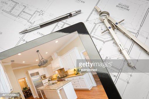 Tablet Computer zeigen ist Küche auf Haus Pläne, Bleistift, : Stock-Foto