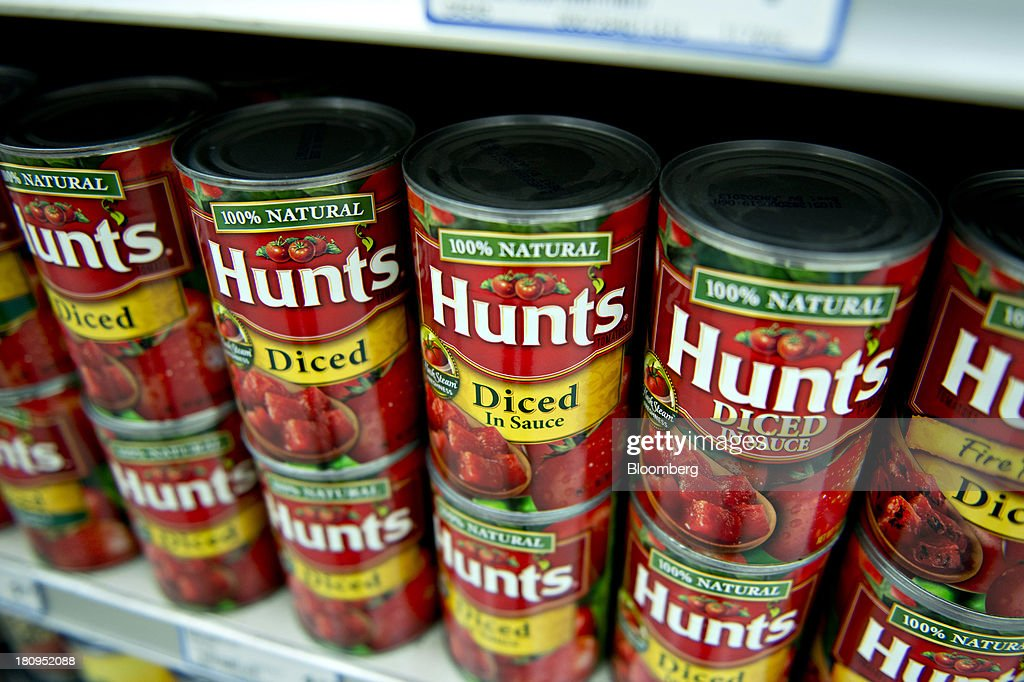 ConAgra Foods Inc. Hunts brand diced tomatoes sit on display at a supermarket in Princeton, Illinois, U.S., on Tuesday, Sept. 17, 2013. ConAgra Foods Inc., is scheduled to report quarterly earnings on Sept. 19, 2013. Photographer: Daniel Acker/Bloomberg via Getty Images