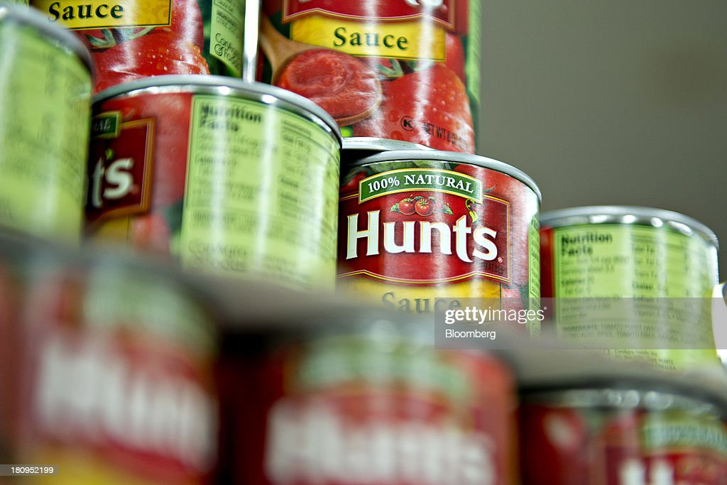 ConAgra Foods Inc. Hunts brand tomato sauce sits on display at a supermarket in Princeton, Illinois, U.S., on Tuesday, Sept. 17, 2013. ConAgra Foods Inc., is scheduled to report quarterly earnings on Sept. 19, 2013. Photographer: Daniel Acker/Bloomberg via Getty Images