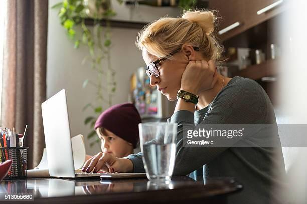 Konzentrierte sich auf Ihre Arbeit
