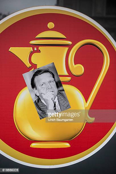 Conciliator in the dispute over Kaiser's Tengelmannformer Federal Chancellor Gerhard Schroeder The photo shows a portrait of Schroeder on a...