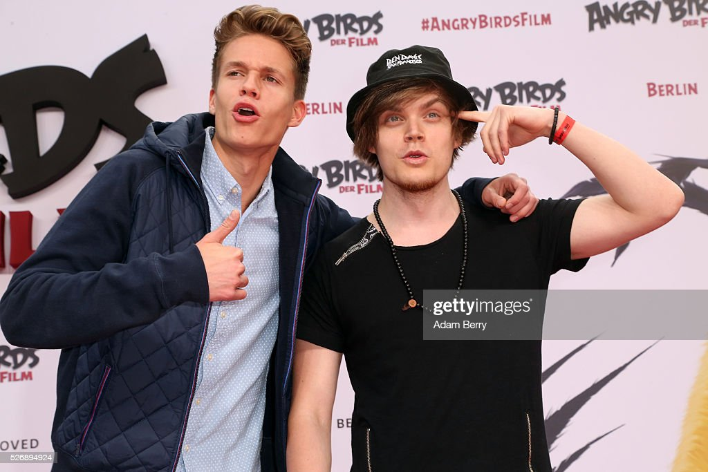Luca aka ConCrafter (L) and Viktor aka iBlali attend the premiere of 'Angry Birds - Der Film' on May 01, 2016 in Berlin, Berlin.