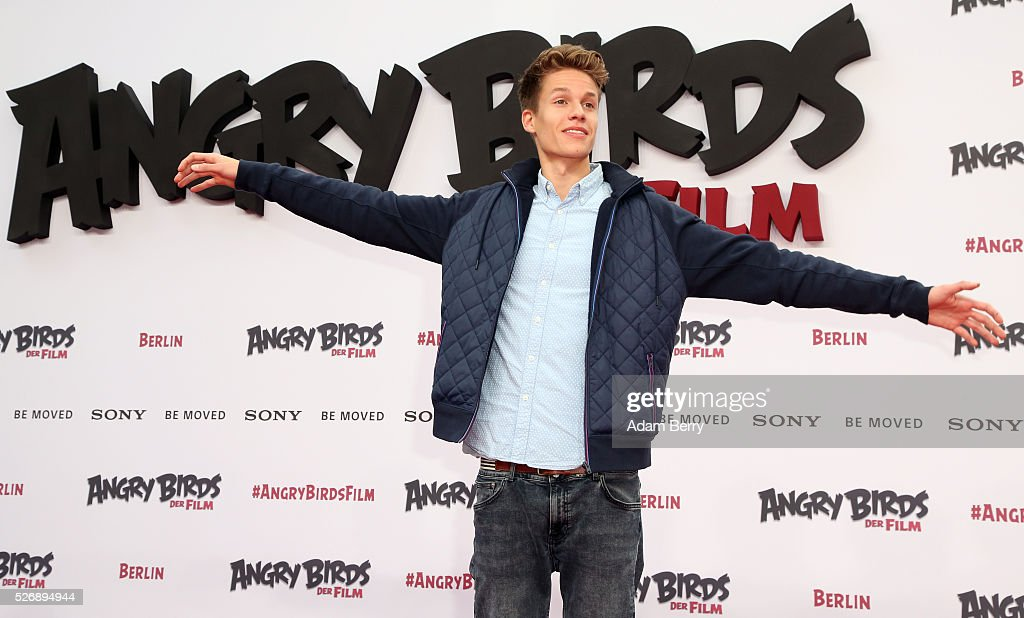 Luca aka ConCrafter attends the premiere of 'Angry Birds - Der Film' on May 01, 2016 in Berlin, Berlin.