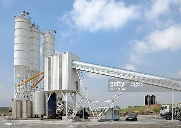 Fábrica de cimento e cimento