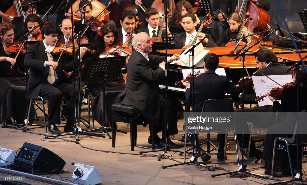 Conductor and pianist <a gi-track='captionPersonalityLinkClicked' href=/galleries/search?phrase=Daniel+Barenboim&family=editorial&specificpeople=242823 ng-click='$event.stopPropagation()'>Daniel Barenboim</a> and the West Divan Orchestra perform at the Waldbuehen Berlin on August 23, 2008 in Berlin, Germany.