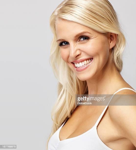 Zuversichtlich glückliche Frau Lächeln dich an