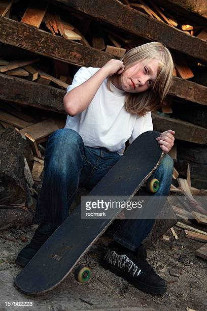 Zuversichtlich skater posieren für seine Porträt