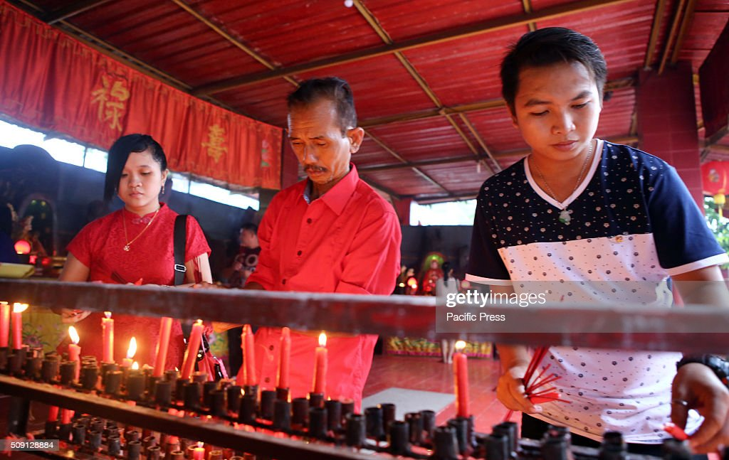 Confucians went to worship the Buddha Vihara Dharma & 8 Pho Sat which are located in areas Parung, Bogor of West Java, for the celebration of Chinese New Year 2016.