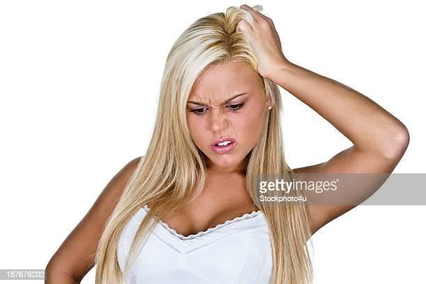 Jeune Blonde Caucasien femme confuse Se gratter la tête