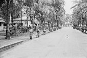 Congolese soldiers search the streets for rebels in Stanleyville during the Congo Crisis 1964