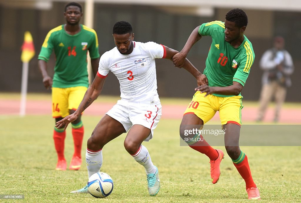 Congo's Ferebory Dore (L) vies for the ball with Cape Verde's Fernando Varela during a friendly match between Congo and Cape Verde on January 10, 2015 at the Leopold Sedar Senghor stadium in Dakar, Senegal, ahead to the Africa Cup of Nations 2015 which begins on January 17 until February 8. AFP PHOTO / SEYLLOU