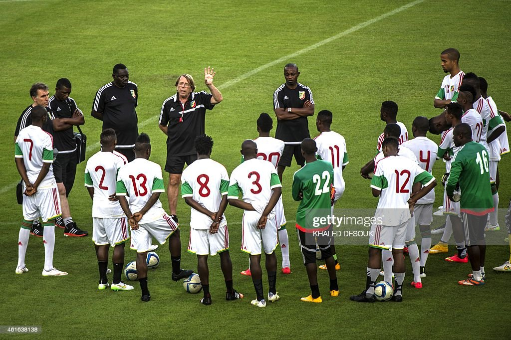 Congo's head coach <a gi-track='captionPersonalityLinkClicked' href=/galleries/search?phrase=Claude+Le+Roy&family=editorial&specificpeople=790794 ng-click='$event.stopPropagation()'>Claude Le Roy</a> talks to players beforea training session in Bata stadium in Bata, Equatorial Guinea, on January 16, 2015, ahead to the Africa Cup of Nations football (CAN) tournament which start on January 17, 2015 in Equatorial Guinea.