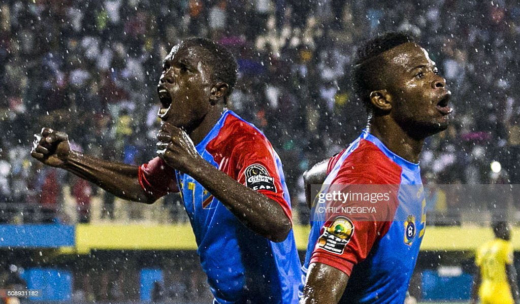 DR Congo's Mechak Elia (R) celebrates with DR Congo's Doxa Gikanji after scoring a goal during the African Nations Championship (CHAN) football final match between DR Congo's Leopards and Mali's Eagles on February 7, 2016 in Kigali. / AFP / CYRIL NDEGEYA / ALTERNATIVE CROP