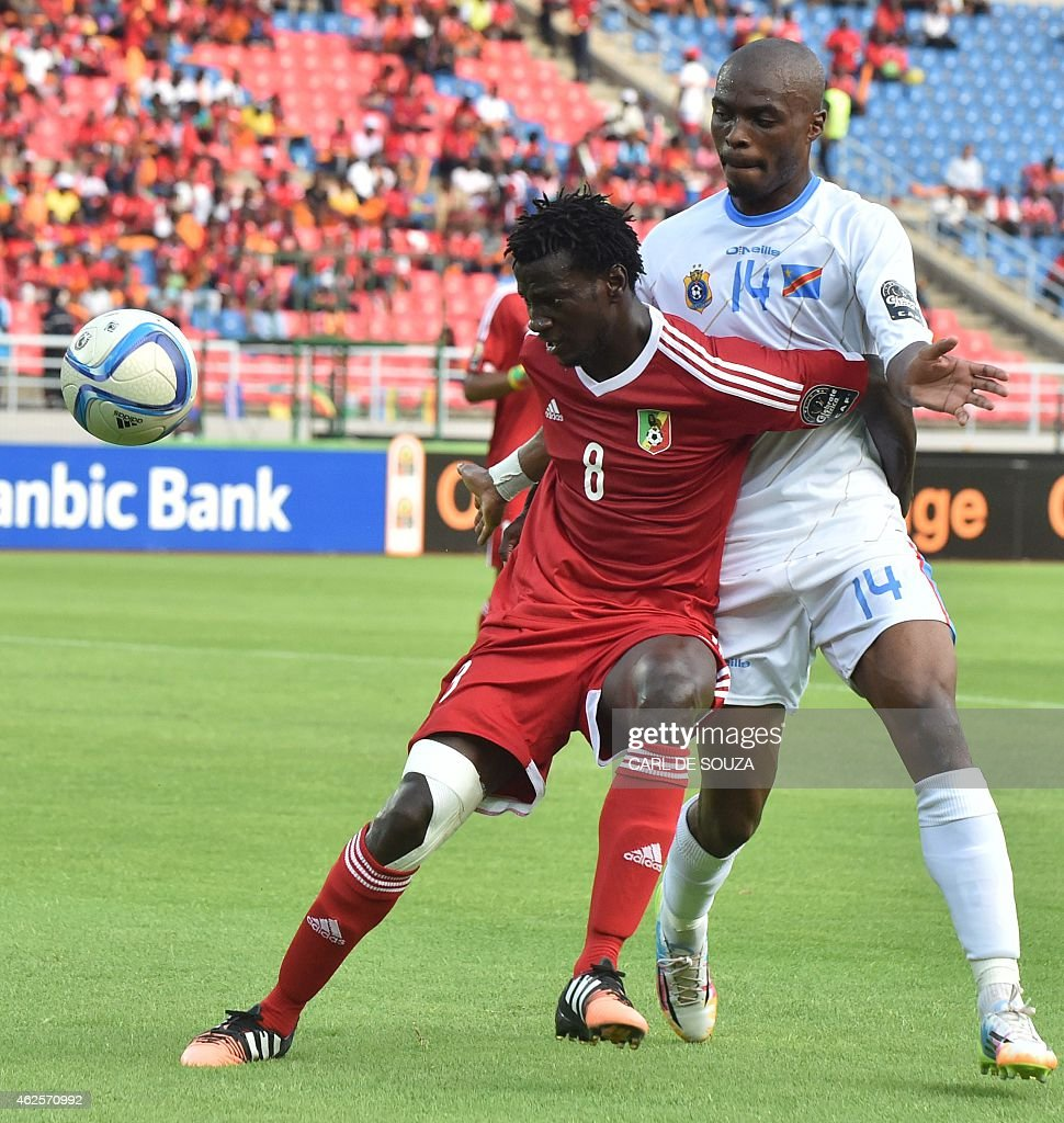 Congo's midfielder Delvin Ndinga (C) vies with Democratic Republic of the Congo's defender <a gi-track='captionPersonalityLinkClicked' href=/galleries/search?phrase=Gabriel+Zakuani&family=editorial&specificpeople=639100 ng-click='$event.stopPropagation()'>Gabriel Zakuani</a> (R) during the 2015 African Cup of Nations quarter final football match between Congo and Republic of the Congo in Bata, on January 31, 2015. AFP PHOTO / CARL DE SOUZA