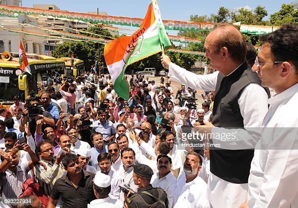 Congress General Secretary Ghulam Nabi Azad and former Union Minister Jitin Prasada at the launch of the second phase of campaigning '27 Saal UP...