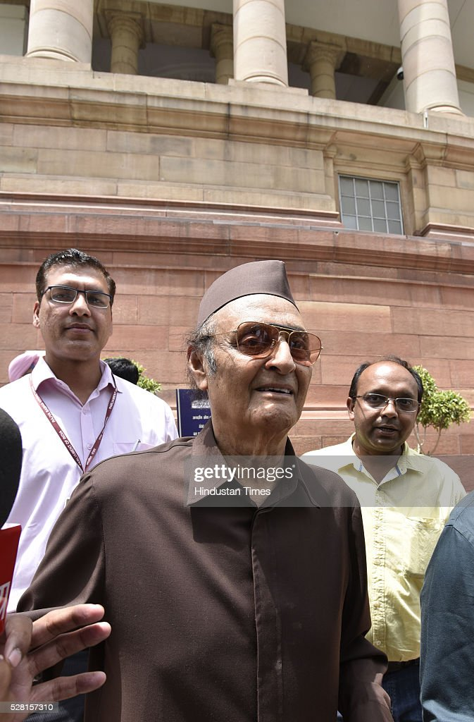 Congress leader Karan Singh at Parliament House during parliament session on May 4, 2016 in New Delhi, India. Congress walks out of the House demanding time-bound Supreme Court-monitored CBI probe on the AgustaWestland helicopter deal.
