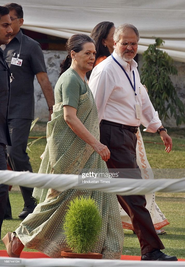 Congress President Sonia Gandhi with Najeeb Jung Vice Chancellor of Jamia Millia Islamia during foundation stone laying of new girls hostel at Jamia Millia Islamia University on May 14, 2013 in New Delhi, India.