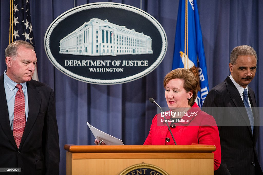 Connecticut Attorney General George Jepsen, Acting Assistant Attorney General of the Antitrust Division Sharis A Pozen, and U.S. Attorney General <a gi-track='captionPersonalityLinkClicked' href=/galleries/search?phrase=Eric+Holder&family=editorial&specificpeople=1060367 ng-click='$event.stopPropagation()'>Eric Holder</a> (L-R) announce an anti-trust lawsuit filed against Apple at the Department of Justice on April 11, 2012 in Washington, DC. Apple is accused of setting the price of e-books artifically high.