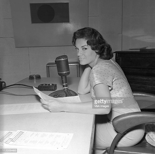 Connie Francis posed in radio studio 1959
