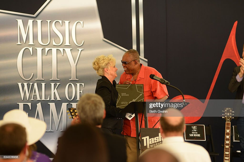 <a gi-track='captionPersonalityLinkClicked' href=/galleries/search?phrase=Connie+Smith&family=editorial&specificpeople=4305189 ng-click='$event.stopPropagation()'>Connie Smith</a> gives <a gi-track='captionPersonalityLinkClicked' href=/galleries/search?phrase=Sam+Moore&family=editorial&specificpeople=828179 ng-click='$event.stopPropagation()'>Sam Moore</a> a plaque at the Walk of Fame Park on May 26, 2016 in Nashville, Tennessee.