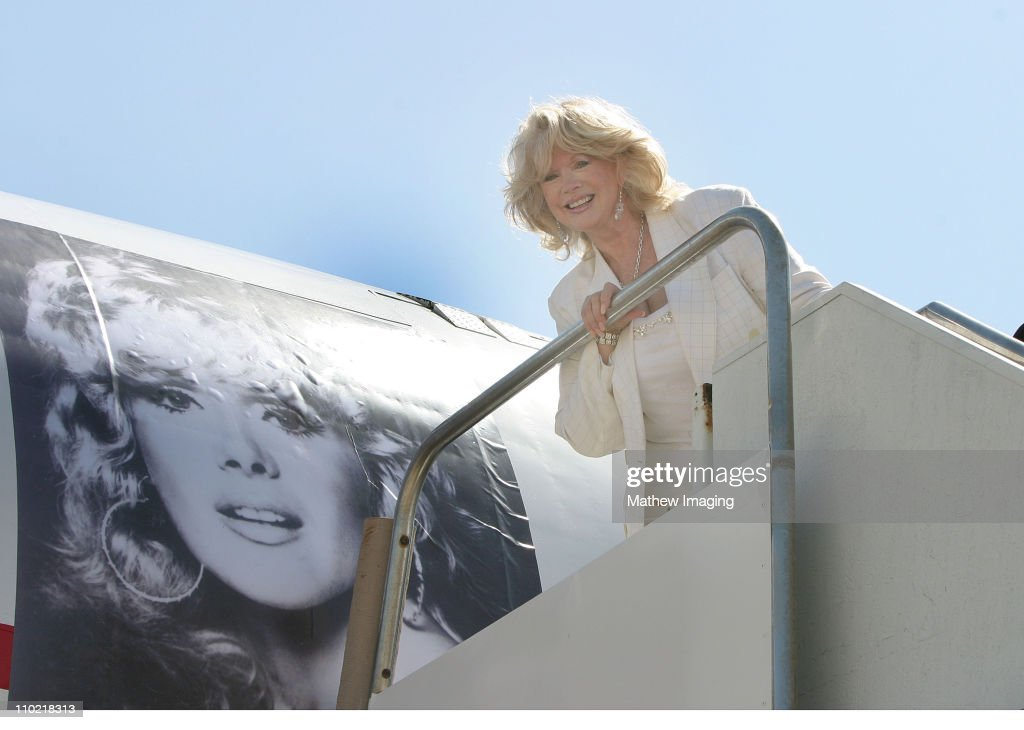 Connie Stevens is Honored for 30 Years of USO Service with a Special Painted
