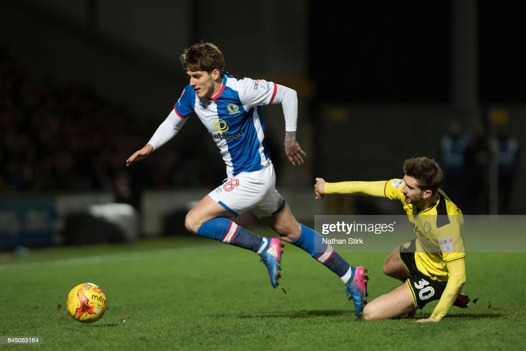 Connor Mahoney of Blackburn Rovers and Luke Murphy of Burton Albion in action during the Sky Bet Championship match between Burton Albion and Blackburn Rovers at Pirelli Stadium on February 24, 2017 in Burton-upon-Trent, England (Photo by Nathan Stirk/Getty Images).