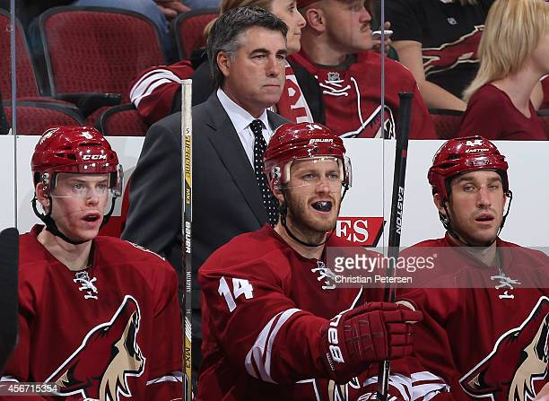 Connor Murphy head coach Dave Tippett Jeff Halpern and BJ Crombeen of the Arizona Coyotes on the bench during the preseason NHL game against the San...