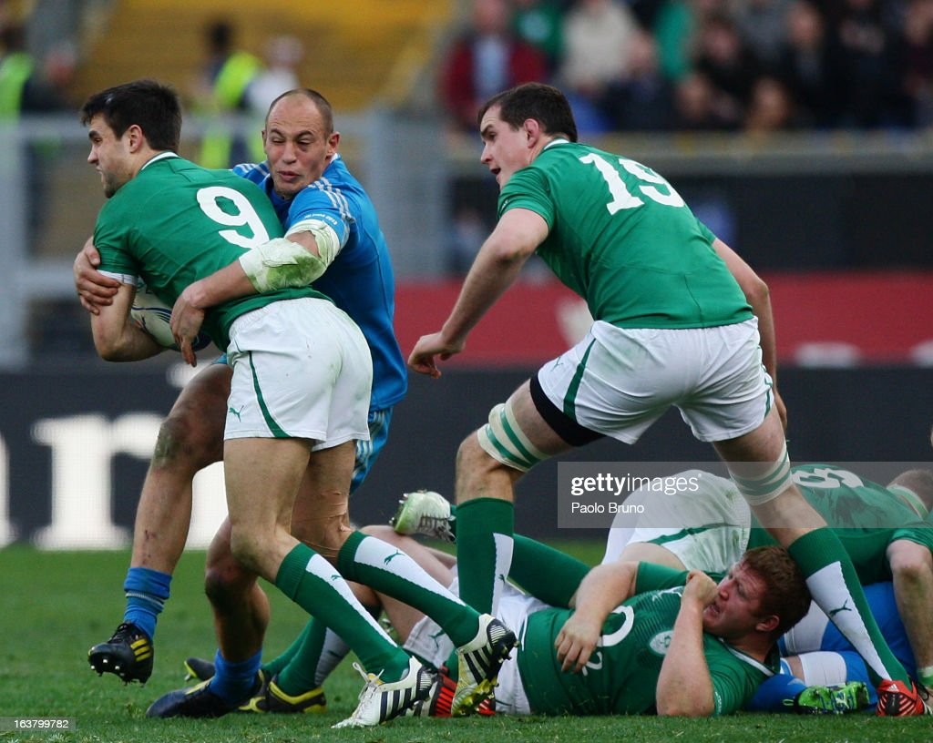 Connor Murray of Ireland (L) is challenged by <a gi-track='captionPersonalityLinkClicked' href=/galleries/search?phrase=Sergio+Parisse&family=editorial&specificpeople=648570 ng-click='$event.stopPropagation()'>Sergio Parisse</a> of Italy during the RBS Six Nations match between Italy and Ireland at Stadio Olimpico on March 16, 2013 in Rome, Italy.