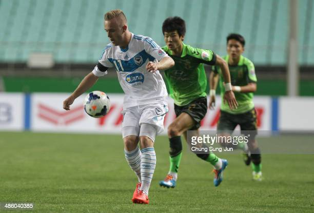Connor Pain of Melbourne Victory controls the ball during the AFC Champions League Group G match between Jeonbuk Hyundai Motors and Melbourne Victory...