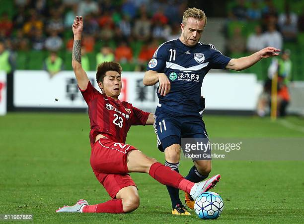 Connor Pain of the Victory is fouled by Huan Fu of Shanghai SIPG during the AFC Asian Champions League match between Melbourne Victory and Shanghai...