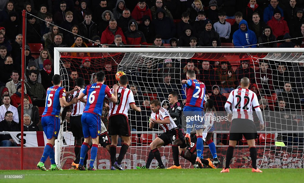 Connor Wickham of Crystal Palace scores his team's second goal during the Barclays Premier League match between Sunderland and Crystal Palace at Stadium of Light on March 1, 2016 in Sunderland, England.